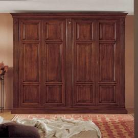 Velká dřevěná šatní skříň