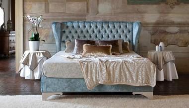 Sametová čalouněná postel