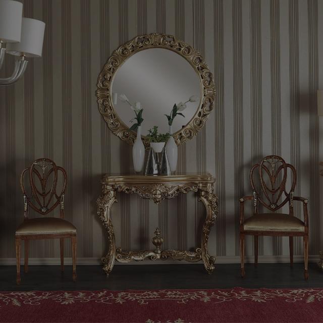 Sedací nábytek v zámeckém, luxusním, barokním stylu.
